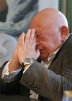 """Jerzy Urban ma 71 lat. Jest redaktorem naczelnym tygodnika """"NIE"""". Należy do niego 100 proc. udziałów wydającej pismo spółki URMA.  Tygodnik """"NIE"""" pojawił się na rynku w 1990 roku. Pieniądze na wydanie pisma Jerzy Urban miał z opublikowanego przez siebie """"Alfabetu Urbana"""". W latach 1981-1989 był rzecznikiem rządu. Wcześniej – dziennikarzem, publikował m.in. w """"Polityce"""" i """"Po prostu"""". W 2002 roku przychody spółki URMA wyniosły 22 mln zł, a zysk netto 8 mln zł. Rok 2003 był już o wiele gorszy, a zysk netto wyniósł ok. 6 mln zł."""
