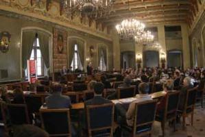 Reprezentacyjna sala obrad Urzędu Miejskiego w Krakowie zgromadziła przedsiębiorców zainteresowanych sposobami dofinansowania swojej działalności ze środków unijnych.
