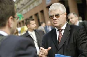Kwestie działalności Dewonu omawiano we wrześniu ub.r. podczas Forum Ekonomicznego w Krynicy w rozmowach z udziałem ówczesnego premiera <b>Jerzego Hausnera</b>.
