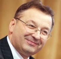 <b>Bogdan Rogala, </b> prezes Zarządu Philips Lighting Poland z Piły:  – Konkurowanie o nowych inwestorów między krajami i poszczególnymi regionami jest coraz silniejsze. Mankamentem Wielkopolski, gdzie zlokalizowaliśmy nasze inwestycje, jest brak specjalnej strefy ekonomicznej, która byłaby w stanie przyciągnąć duży kapitał, a w ślad za nim – firmy kooperujące i usługowe.  Natomiast bardzo dobrze oceniamy dotychczasową współpracę z administracją lokalną, która odbywa się bez zbędnej biurokracji i piętrzenia niepotrzebnych problemów, w granicach wyznaczonych przez wymogi prawa. Jeżeli zaś chodzi o administrację centralną, to uważam, że otoczenie, w którym działają firmy jest coraz bardziej zbiurokratyzowane.   Wynika to z szybko zmieniających się przepisów i regulacji oraz ich niejednorodnej interpretacji przez różne organy administracji. Biznes oczekuje bardziej proaktywnego i pozytywnego podejścia ze strony instytucji rządowych.