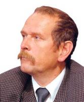 """<b>Andrzej Ciepiela</b>,  dyrektor Polskiej Unii Dystrybutorów Stali:  – Stale nierdzewne są stosunkowo nowym produktem. Do końca lat 90. wykorzystywane były niemal wyłącznie przez przemysł wojskowy. Na """"cywilnym"""" rynku nie były używane. Teraz to się zmienia. Rośnie zapotrzebowanie na stal nierdzewną zarówno na światowym, jak i polskim rynku. Perspektywy rynku stali nierdzewnych nie są zatem złe, mimo chwilowego pogorszenia sytuacji w przemyśle budowlanym. Popyt na stal nierdzewną będzie systematycznie wzrastać, co widać po pierwszych miesiącach tego roku.  Zużycie jawne (import minus eksport) stali nierdzewnych w 2004 roku wyniosło ponad 150 tys. ton. Blisko 75 proc. importu stanowiły blachy zimnowalcowane. Wiodącą rolę w imporcie ma Finlandia. (R.D.)"""