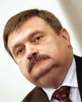 <b>Krzysztof Żyndul</b>, wiceminister skarbu twierdzi, że już w chwili jego odejścia do resortu skarbu w Nafcie istniała zarówno strategia dla sektora naftowego, kontynuująca program z 2002 roku, jak i strategia dla samej Nafty.