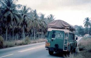 Wysłużony i ponad miarę obciążony land rover był bohaterem wielomiesięcznej podróży przez Afrykę – pełnił rolę nie tylko środka transportu, ale także domu i magazynu.
