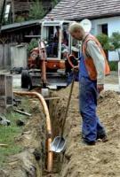 Media Odra Warta zleca zewnętrznym wykonawcom budowę sieci, współpracuje też z miejscowymi firmami projektowymi i montującymi instalacje gazowe wewnątrz domów.