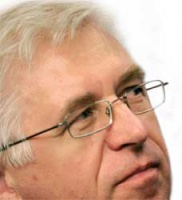 <b>Tadeusz Wenecki</b>, prezes TF Silesia, twierdzi dzisiaj, że z pierwotnego majątku Silesii pozostały właściwie tylko akcje Jelcza. Nie jest planowana ich sprzedaż, a ich wartość jest w tej chwili żadna.