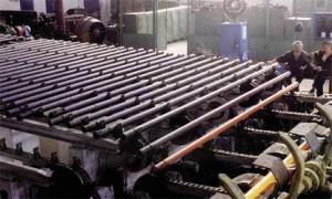 <u><strong>NZNT w skrócie</strong></u>  Rury produkowane przez NZNT używane są w środowiskach korozyjnych oraz w środowiskach wysokich temperatur m.in. w obiektach energetyki, przy budowie maszyn, w hutnictwie, w branżach chemicznej i naftowej. Fabryka produkuje około tysiąca różnych rozmiarów rur w ponad stu nierdzewnych, kwasoodpornych i żaroodpornych gatunkach stali, według standardów ASTM, DIN, NF, GOST i TU.   Produkcja fabryki eksportowana jest do 30 krajów świata m.in.: Włoch, Niemiec, Francji, Anglii, Hiszpanii, Turcji, Bułgarii, Czech, Polski, Argentyny i USA. W 2004 roku sprzedaż rur w państwach Europy Zachodniej i USA wzrosła trzykrotnie w porównaniu do 2002 roku i wyniosła 100 mln USD. Zatrudniająca ponad 2 tys. pracowników huta jest jedyną na Ukrainie i jednym z największych w świecie przedsiębiorstw produkujących rury nierdzewne. W 2005 roku planowana jest produkcja nie mniejsza niż 13 tys. ton rur nierdzewnych. 25 proc. z nich UVIS zamierza sprzedać na rynkach europejskich (m.in. polskim) i amerykańskim. Strategiczne plany na najbliższe 3 lata to powiększenie eksportu na te rynki do 5 tys. ton.