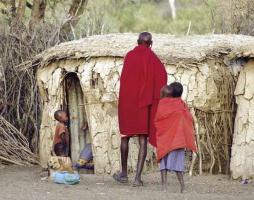 Kenia to barwna mozaika wielu kultur i obyczajów; dumni i nieprzystępni Masajowie pozostają jednak kenijskim emblematem.