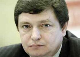 <strong>Konstanty Litwinow</strong>, prezes Zarządu ZPD Steel, spółki-córki Związku Przemysłowego Donbasu.  Urodził się w 1961 roku. Do Polski przyjechał w 1999 roku. Najpierw piastował stanowisko wiceradcy handlowego w Ambasadzie Ukrainy w Warszawie. Ze Związkiem Przemysłowym Donbasu związany od końca 2003 roku. Żonaty, ma czworo dzieci, dwie córki w wieku 21 i 13 lat i dwóch synów, z których starszy ma 20, a młodszy 3 lata.