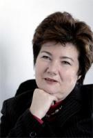 <strong>Hanna Gronkiewicz-Waltz</strong>  urodziła się 4 listopada 1952 roku w Warszawie. Jest absolwentką Wydziału Prawa i Administracji Uniwersytetu Warszawskiego. W 1981 r. obroniła pracę doktorską, następnie w 1993 r. uzyskała habilitację, a w 1998 r. została profesorem nadzwyczajnym UW. W 1980 r. zakładała NSZZ Solidarność na Wydziale Prawa i Administracji Uniwersytetu Warszawskiego. W 1992 r. objęła stanowisko prezesa Narodowego Banku Polskiego. W 2001 r. została wiceprezesem Europejskiego Banku Odbudowy i Rozwoju, którego siedziba mieści się w Londynie. Jest posłanką Platformy Obywatelskiej, należała do zespołu, który po tegorocznych wyborach negocjował warunki koalicji z Prawem i Sprawiedliwością. (J.D.)