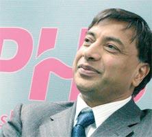 <strong>Lakshmi Mittal</strong>, prezes i dyrektor generalny Mittal Steel:  – Kryworiżstal wpływa na tendencję wzrostową oraz zyskowność Mittal Steel. Spodziewamy się, że transakcja ta wpłynie na zwiększenie dochodów już w ciągu pierwszego roku od sfinalizowania i będzie źródłem atrakcyjnej stopy zwrotu z kapitału. Oczekujemy na rozpoczęcie działań mających na celu zintegrowanie Kryworiżstalu ze strukturami naszej firmy. Jesteśmy pewni, że Mittal Steel jest najlepszym partnerem nie tylko dla Kryworiżstalu, lecz również dla Ukrainy.