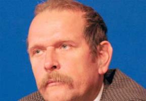"""<strong>Andrzej Ciepiela</strong>, dyrektor Polskiej Unii Dystrybutorów Stali:  – Ubiegłoroczne wyniki gospodarki Chin wskazują na to, że w najbliższych latach pozycja tego kraju będzie rosła. Według danych chińskiego urzędu celnego, eksport wyrobów w listopadzie 2005 roku wzrósł o 55 proc. w stosunku do 2004 roku, mimo zmniejszonego tempa wzrostu, z jakim mieliśmy do czynienia na świecie.  Na pewno """"stara"""" Europa nie będzie wiodącym graczem na stalowym rynku, gdyż na rynku tym nastąpiła pewna stagnacja. Polski rynek ma jednak dobre perspektywy. Prognozowany wzrost budownictwa – według szacunków nawet do 9 proc. w skali roku – sprawi, że będziemy wielkim placem budowy. To z kolei zwiększy zapotrzebowanie na wyroby stalowe. Jeśli do tego skorzystamy z możliwości pozyskania unijnych funduszy na inwestycje, będzie to niewątpliwie szansą dla naszej gospodarki.   Not. Renata Dudała"""