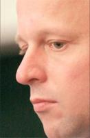 <strong>Paweł Szałamacha</strong>  Urodził się 1969 roku w Gorzowie Wielkopolskim. Absolwent Wydziału Prawa i Administracji Uniwersytetu Adama Mickiewicza w Poznaniu i College d'Europe, Brugia w Belgii (LLM prawa Unii Europejskiej).   W latach 1994-2004 związany z kancelarią Clifford Chance w Warszawie. Uczestnik zespołów doradczych przy transakcjach prywatyzacyjnych (m.in. Elektrociepłownie Warszawskie S.A., PLL LOT S.A., KGHM Polska Miedź S.A.). Od 1998 roku radca prawny w OIRP w Poznaniu.  W latach 1996 – 2003 był ekspertem Centrum im. Adama Smitha. Od 2003 roku członek zarządu i współzałożyciel Instytutu Sobieskiego.