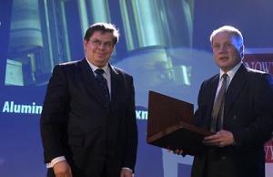 Marek Kacprowicz, Aluminium Konin -Impexmetal; z prawej Tuomo Hattaka, prezes Vattenfall Poland