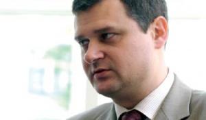 – Niedawno media poinformowały o zamiarze przejęcia przez ComputerLand grupy Emax, należącej do funduszu BBI Capital. <strong>Andrzej Kosturek</strong>, prezes spółki Winuel, najważniejszego podmiotu w grupie Emax, twierdzi, że jeśli ComputerLand będzie zainteresowany nowym podmiotem, w grę wchodzi raczej fuzja obu spółek aniżeli przejęcie.