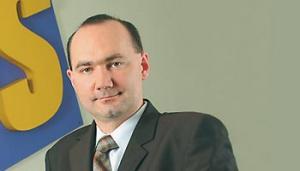 Marcin Taranek, prezes IFS Poland:   Wśród kluczowych korzyści biznesowych z wykorzystania aplikacji ERP w sektorze hutniczym zasadniczą rolę pełnią: planowanie, analiza i kontrola kosztów produkcji. Na poziomie operacyjnym równie istotne są zagadnienia związane z harmonogramowaniem produkcji, ze szczególnym uwzględnieniem fazowości. Istotnym elementem jest wrażliwość branży hutniczej na wahania cen surowca, głównie w segmencie przetwórstwa metali kolorowych, a także na wahania kursów walut.
