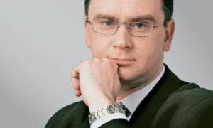 Andrzej Krzemiński wiceprezes Zarządu Europejskiego Funduszu Leasingowego:     Rynek leasingu w Polsce cały czas dojrzewa, zmienia się jego struktura i coraz bardziej upodabnia do rynków krajów rozwiniętych. Trudno nie zauważyć rosnących potrzeb inwestycyjnych – potrzebne są środki finansowe na ich realizację. W najbliższych latach bardzo dynamicznie rozwijać się będą m.in. budownictwo i transport. W związku z tym już w ostatnich miesiącach znowu odnotowaliśmy wzrost zainteresowania leasingiem samochodów ciężarowych i dostawczych. Jestem przekonany, że duży wzrost może nastąpić także w przypadku leasingu wagonów i samolotów.
