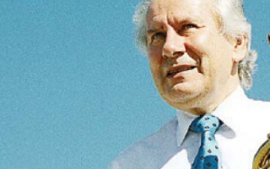 """August-Wilhelm Scheer  Główny udziałowiec i prezes rady nadzorczej IDS Scheer, jest naukowcem, który umiał przełożyć teorię w produkt, rewolucjonizujący rozwój oprogramowania biznesowego. Profesor jest pierwszym ekonomistą, który zdobył Philip Morris Research Prize  (w 2003 r.) za udany transfer idei badawczej w produkt. Otrzymał nagrodę dzięki przekonaniu, że pozycję przedsiębiorstw determinuje szybkość przekuwania idei w produkt rynkowy. Profesor gra na saksofonie i regularnie występuje z zespołem jazzowym, także podczas prelekcji biznesowych, kiedy porównuje jazz do zarządzania. Twierdzi, że coraz bardziej popularna architektura zorientowana na usługi (SOA) pozwala na zmianę """"melodii"""" przedsiębiorstwa."""