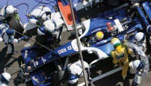 Kasa do podziału 800 mln USD – przychód Formula One Management to suma wpływów z transmisji telewizyjnych, opłat licencyjnych, sprzedaży reklam, wpłat za organizację wyścigów Grand Prix i działalności Paddock Clubu, który zapewnia rozrywkę VIP-om. 200 mln USD do podziału otrzymują zespoły Formuły 1 od Formula One Management. Pieniądze stanowią 47 proc. zysków z praw telewizyjnych i opłat od organizatorów wyścigów Grand Prix.