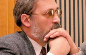 """Adam Ditmer przewodniczący Sekretariatu Metalowców NSZZ """"Solidarność"""" Nie wiadomo, co dalej   W roku 2006 roku na realizację procesu aktywizacji zawodowej hutników na rynku pracy w budżecie państwa zarezerwowano kwotę w wysokości 13 mln zł. Pomoc publiczna obowiązuje jednak tylko do końca roku, co wynika z ustaleń z Komisją Europejską. Wiadomo, że w budżecie na rok 2007 nie przewidziano środków na restrukturyzację hutnictwa. Proces restrukturyzacji zatrudnienia w sektorze nie został jednak zakończony. I wydaje się oczywiste, że powinien być przedłużony. Tyle, że, jak dotąd, nikt nie jest w stanie określić, jak będzie dalej realizowany. Dotąd w wielu hutach udało się obniżyć zatrudnienie nie ponosząc zbyt dużych kosztów społecznych. Było to jednak możliwe w sytuacji koniunktury w hutnictwie, jaka była ostatnio. Konieczne jest monitorowanie procesu restrukturyzacji zatrudnienia, zwłaszcza że proste rezerwy zostały już wyczerpane."""
