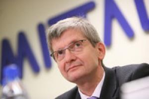 – Arcelor Mittal Steel Poland ma wiele źródeł dostaw surowców – mówi Gregor Muenstermann, prezes zarządu Arcelor Mittal Steel Poland i jednocześnie huty w Ostrawie. – Jesteśmy otwarci na wszelkie formy współpracy, także z Jastrzębską Spółką Węglową. Zarząd Mittala wielokrotnie deklarował, że byłby zainteresowany nabyciem udziałów JSW.