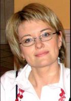 - Wersja polska systemu SAP HCM jest rozwijana przez polski zespół specjalistów HR w ramach globalnego projektu rozwoju wersji krajowych - mówi Joanna Forkajm-Stachura, menedżer produktu HCM w SAP Polska. - Pierwsze wdrożenie w Polsce miało miejsce w 1998 roku (Zakłady Azotowe Kędzierzyn). Obecnie system posiada blisko 200 firm, któr rozliczają wynagrodzenia dla ok. 450 tys. osób. Należą do nich m.in. KGHM Polska Miedź, TVP, placówki Macro Cash & Carry i grupa Metro.   W 2004 r., według raportu IDC, byliśmy liderem rynku HCM. Do SAP Polska należało 44 proc. rynku. Drugie miejsce zajęła Teta z 8,4-proc. udziałem. W 2006 r. rynek systemów HCM osiągnął wartość 25 mln USD. Według szacunków w latach 2004-09 wartość ta wzrośnie o 15 proc.