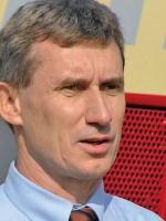 - Są jeszcze takie bocznice w Polsce, które warto przejąć - mówi Bogdan Tofilski, dyrektor handlowy PTKiGK Rybnik. - Często starając się o jakąś bocznicę, terminal lub węzeł kolejowy firma kieruje się tym, że chce poprawić sobie organizację przewozów. To może być punkt wyjścia do proponowania nowych usług.