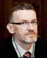 <b>Artur Wojciechowski</b>, Prezes Zarządu Polar SA - Whirlpool:  - Whirlpool od wielu lat utrzymuje ścisłe kontakty z liczącymi się centrami akademickimi na świecie. Ten model chcemy przenosić również na grunt polski. Dlatego też podjęliśmy kroki zmierzające do zacieśnienia współpracy z Politechniką Wrocławską. Dzięki temu zamierzamy rozwijać długofalowe relacje przy realizacji wielu projektów powstających na styku biznesu i nauki.   Bardzo ważne jest, aby proces nauczania odpowiadał wymogom nowoczesnego rynku pracy. Podejmować więc będziemy wiele wspólnych działań z uczelnią, takich jak np. uczestnictwo firmy Whirlpool w prowadzeniu zajęć dydaktycznych czy organizowanie praktyk i staży studenckich, także w zagranicznych filiach koncernu.   Ma to na celu przygotowanie studentów oraz uczelni za granicę. Powstrzymanie tej fali to w dużej mierze zadanie władz państwowych, ale i w tym obszarze Wrocław nie pozostaje bierny, bowiem zachęca młodych ludzi do przenoszenia się do miasta.   Oprócz odpływu kadry można wymienić również czynniki utrudniające inwestycje niezależnie od branży, w szczególności wciąż niewystarczająco rozwiniętą infrastrukturę komunikacyjną.