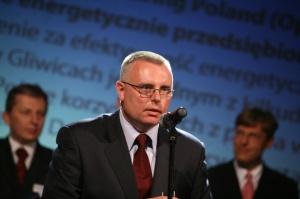 <b>Opel Polska (General Motors Manufacturing Poland) </b>- efektywne energetycznie przedsiębiorstwo <i>Wyróżnienie za efektywność energetyczną.</i>  Wyróżnienie odebrał <b>Arkadiusz Suliga </b>- p.o. Kierownika Produkcji, General Motors Manufacturing Poland Sp. z o.o.  Jeśli chodzi o poruszanie się trudnym rynku energii elektrycznej fabryka Opla w Gliwicach należy do najaktywniejszych przedsiębiorstw. Jest jednym z zaledwie kilkudziesięciu odbiorców energii w Polsce korzystającym z prawa wyboru sprzedawcy energii.  Jedna z czołowych krajowych firm energetycznych, po przeprowadzeniu audytu energetycznego w zakładach Opla w Gliwicach oceniła, że w tym zakresie zakład jest zarządzany wzorowo. Przeprowadzono całościowe badanie wszystkich mediów energetycznych m.in. badania wydajności urządzeń wykorzystujących energię elektryczną, analizy warunków otoczenia oraz badania w podczerwieni. W efekcie zaproponowano rozwiązania i możliwości obniżenia zużycia energii, znajdujące się również poza głównymi procesami produkcyjnymi i wykraczające często poza zagadnienia elektroenergetyki.  Gliwicka fabryka jest jednym z najlepiej zarządzanych energetycznie przedsiębiorstw w Polsce, co udało jej się osiągnąć dzięki współpracy z dostawcami energii. Swoim przykładem Opel daje innym odbiorcom impuls do wykazywania aktywności na rynku energii.