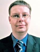 - Jedną z nowości są systemy rejestracji i analiz rozmów - mówi Janusz Tomiczek, dyrektor konsultingu i rozwoju produktów Wind Telecom. Każde contact center nagrywa przychodzące rozmowy, aby później móc usprawnić obsługę klienta. Na rynku jest oprogramowanie Business Intelligence do automatycznej analizy, oceny wykonanych rozmów. Menedżer contact center nie musi odsłuchiwać wielu godzin nagrań. BI pozwoli wyszukiwać zarejestrowane rozmowy wskazując np. na emocje, na niezadowolenie klienta. W systemie tworzona jest biblioteka słów, dzięki której system wskaże tylko rozmowy charakteryzujące się ekspresją, wzburzeniem.