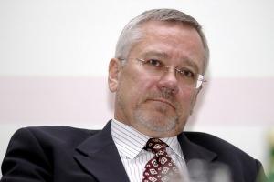 - Związki zawodowe w prywatnych firmach zachowują się bardziej racjonalnie niż w państwowych - twierdzi Andrzej Arendarski, szef Krajowej Izby Gospodarczej.
