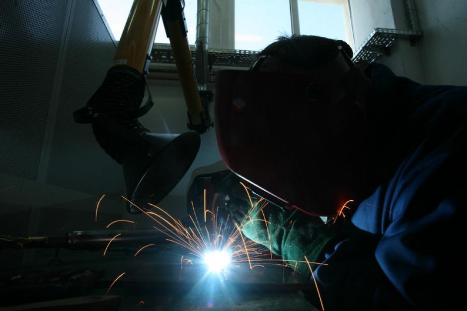 Zapotrzebowanie na pracę w charakterze spawacza jest duże, jednak w dalszym ciągu wielu spawaczy z Polski wyjeżdża pracować za granicą.