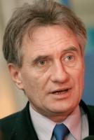 Zdaniem ministra gospodarki Piotra Woźniaka, firmy powinny inwestować w najbardziej perspektywiczne działy produkcyjne, wydłużać łańcuchy produktowe