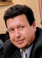 <b>Jacek Kalinowski, TP SA</b>: Polska po raz pierwszy organizuje tak ważną imprezę, niemniej każde wydarzenie tej skali wpływa na ożywienie wielu gałęzi gospodarki, można więc się spodziewać, że skorzysta na tym również rynek telekomunikacyjny. Oby tylko był on w stanie technicznie skonsumować zwiększony ruch telekomunikacyjny   Agnieszka Szwaj, Crowley Data Poland: Euro 2012 to ogromne wydarzenie sportowe i medialne. Zamierzamy wykorzystać je zarówno biznesowo, współpracując z organizatorami przy obsłudze mistrzostw, jak również wizerunkowo, do wzmocnienia swojego brandu jako kompetentnego partnera technologicznego oraz nawiązania bliższych relacji z kluczowymi klientami.   Dla telekomów mistrzostwa to nie tylko budowa i obsługa zaplecza telekomunikacyjnego, ale także np. wzmożony ruch w sieciach telefonii mobilnej. Jest to także świetna okazja dla jednostek samorządowych, instytucji publicznych i administracji na stworzenie niezbędnej infrastruktury teleinformatycznej, która będzie mogła być wykorzystywana później na potrzeby lokalnych społeczeństw. Spodziewamy się, że w tym segmencie telekomy mogą liczyć na wiele zamówień.