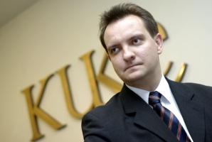 <b>Piotr Soroczyński </b>jest prezesem KUKE od stycznia 2007 roku. Wcześniej był podsekretarzem stanu w Ministerstwie Finansów. W latach 2000-2006 pracował w Banku Ochrony Środowiska (pod koniec był głównym ekonomistą), a w latach 1994 - 2000 był pracownikiem Banku Handlowego. Żonaty, ma dwoje dzieci: syna i córkę. Interesuje się turystyką kwalifikowaną, historią i geografią.