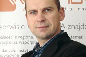 <b>Jerzy Gontarz</b>, wiceprezes spółki Smartlink, która prowadzi m.in. wortal poświęcony innowacjom Winnova.pl: Dla firm, które planują duże innowacyjne projekty, kluczową instytucją będzie Polska Agencja Rozwoju Przedsiębiorczości. We wdrażanych przez nią programach postawiono między innymi na współpracę z sektorem badawczo-rozwojowym (to w Polsce zawsze kulało).   I tak PARP będzie wdrażała dwa komplementarne działania: 1.4 Wsparcie projektów celowych i 4.1 Wsparcie wdrożeń wyników prac B+R. Do obu będzie się składało jeden wniosek. Etap I obejmuje zatem badania przemysłowe i prace rozwojowe prowadzone przez przedsiębiorców (samodzielnie lub we współpracy z jednostkami naukowymi) do momentu stworzenia prototypu. Etap II, wspierany w ramach działania 4.1, obejmuje przygotowanie do wdrożenia i wdrożenie wyników prac B+R.    Firmy planujące duże inwestycje szczególnie zainteresowane są działaniem 4.4 Nowe inwestycje o wysokim potencjale innowacyjnym. Wspierane są tu projekty inwestycyjne związane z zastosowaniem nowatorskich rozwiązań technologicznych, prowadzących do wdrożenia nowych produktów i usług.