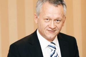 -  Każde uruchomienie przedsięwzięcia za granicą wiąże się z dużymi kosztami nadzoru, np. częstymi wyjazdami pracowników z Polski, zorganizowania obsługi księgowej  ostrzega prezes Impelu Grzegorz Dzik. Impel, jako dostawca usług, a nie producent, umiejętnie dywersyfikuje swoją strategię zagranicznej ekspansji - teraz celuje w Ukrainę i Wielką Brytanię.