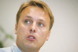 <b>Maciej Kowalewski</b>, dyrektor marketingu ThyssenKrupp Energostal SA  Po złym ostatnim kwartale 2007 roku sytuacja na rynku znacznie się poprawiła. To powinien być dobry rok dla branży i naszej spółki. Perspektywy spółki są dobre, zważywszy na inwestycje związane z Euro 2012. Nie wszyscy dystrybutorzy jednakowo skorzystają na tej hossie. Zaostrzy się wewnętrzna konkurencja, z pewnością pojawią się także konkurenci zagraniczni, którzy będą chcieli skorzystać z dobrej koniunktury w Polsce. Dzięki inwestycjom w usługi serwisowe ThyssenKrupp Energostal zwiększy sprzedaż wyrobów przetworzonych. Obecnie daje to spółce 5-10 proc. wpływów. W Europie Zachodniej ten udział jest zdecydowanie większy i spółka będzie się starać go powiększać.