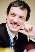 -  Wymagania trzeba dostosować do sytuacji na rynku pracy - wskazuje Paweł Tomaszuk z GM Poland.