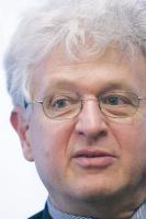 - UE musi m.in. stawiać na bezemisyjne elektrownie i składowanie CO2 pod ziemią - uważa Wiktor Radlow z Komisji Europejskiej.