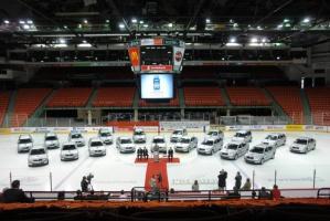 Na mistrzostwa przygotowano flotę 45 samochodów. To różne modele Skody, a wszystkie srebrne.