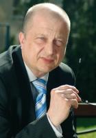 - Chcemy zacieśniać współpracę sektora motoryzacyjnego z firmami zajmującymi się finansowaniem tego rynku. W ramach przygotowywanego aktualnie porozumienia planujemy wystąpić z inicjatywą utworzenia przy Ministerstwie Gospodarki Rady Rozwoju Rynku Motoryzacyjnego - zapowiada <b>Andrzej Sugajski</b>, dyrektor Polskiego Związku Leasingu.