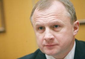 Janusz Niedźwiecki, prezes Apatora, uważa, że domaganie się od resortu finansów czy NBP działań na rzecz osłabienia złotego nie ma większego sensu. Firmy muszą się do tej sytuacji dostosować.