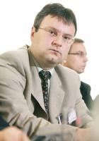 """- Wszystko musi się ustabilizować przed wdrażaniem systemów informatycznych - twierdzi <b>Robert Różański</b>, dyrektor departamentu teleinformatyki Polska Grupa Energetyczna. - Niezależnie od tego, jakie są to rozwiązania, muszą być sprecyzowane wymagania biznesowe. IT w tym momencie wykonuje działania typu """"gaszenie pożaru"""".  W takich warunkach trudno wymagać, by w ciągu np. roku w przypadku PGE ruszyła wielka maszyna wdrożeń liczonych w milionach euro."""