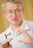 - Polska chemia nie rozwija się tak szybko, jak powinna - twierdzi <b>Jerzy Majchrzak</b>,dyrektor Polskiej Izby Przemysłu Chemicznego.