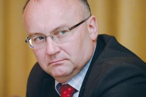 - Na 2009 rok planujemy pozyskanie kolejnych 12 lokomotyw dla oddziału niemieckiego oraz pięć lokomotyw i 300 wagonów dla spółki działającej w Polsce - wylicza <b>prezes firmy PCC Krzysztof Sędzikowski</b>.