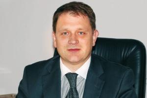 <b>Promujemy transfer technologii</b><br> <br> Dariusz Bogdan, wiceminister gospodarki<br> <br> Zależy nam na tym, by w ramach umów offsetowych trafiały do Polski nowoczesne technologie. Dlatego w nowej strategii offsetowej, która będzie gotowa w 2009 roku, transfer innowacyjnych rozwiązań będzie szczególnie promowany. Polska gospodarka potrzebuje nowych miejsc pracy, ale tych dobrze płatnych. One generowane są w firmach bazujących na wiedzy i na nowoczesnych technologiach. Dobrym przykładem są nasze starania o uruchomienie bazy remontowej F-16 w Bydgoszczy. W przyszłym roku będzie wiadomo, jakiego typu remonty będzie mogła przeprowadzać bydgoska baza. Określenie tego zakresu będzie uzależnione ostatecznie od wspólnej decyzji koncernu Lockheed Martin, WZL nr 2 oraz MON. (JD)