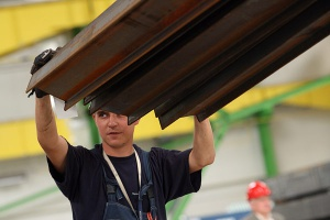 Popyt na wyroby stalowe trochę zmalał, ale tylko w niektórych asortymentach. Wciąż nieźle sprzedaje się stal budowlana.