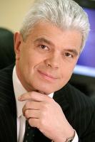 <b>Dariusz Fabiszewski dyrektor generalny IBM Polska (do 20 lutegobr.)   Ludzie chcą zmian</b> <br><br> Wiele krajów, podobnie jak Polska dokonała w ostatnim dziesięcioleciu olbrzymiego skoku - nie tylko w dziedzinie najnowszej technologii i infrastruktury technologicznej, ale również w stosowaniu najnowocześniejszych projektów, procesów i modeli biznesowych. <br> Moment jest ważny, ponieważ spełniony został najważniejszy warunek dla przeprowadzenia prawdziwych zmian: ludzie ich chcą. Czas kryzysu jest okazją dla tych, którzy mają odwagę i wizję. Przez następne kilka lat pojawią się wygrani i przegrani. I chociaż nie widać tego dzisiaj, wierzę, że nowi przywódcy wygrają nie dlatego, że przetrwają burzę, ale dlatego że zmienią zasady gry. <br> Wielce prawdopodobne jest, że konkurencja w globalnie zintegrowanym świecie będzie coraz bardziej zacięta. Polska musi być przygotowana na taką okoliczność. Jeśli rządowi i liderom gospodarki uda się zidentyfikować strategiczne inwestycje w inteligentne systemy, zapoczątkują następną falę wzrostu gospodarczego.