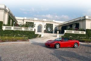 Dmitrij Rybołowlew kupując rezydencję Donalda Trupma za 100 milionów dolarów, pobił rekord transakcji na rynku nieruchomości o - bagatela - 30 mln.