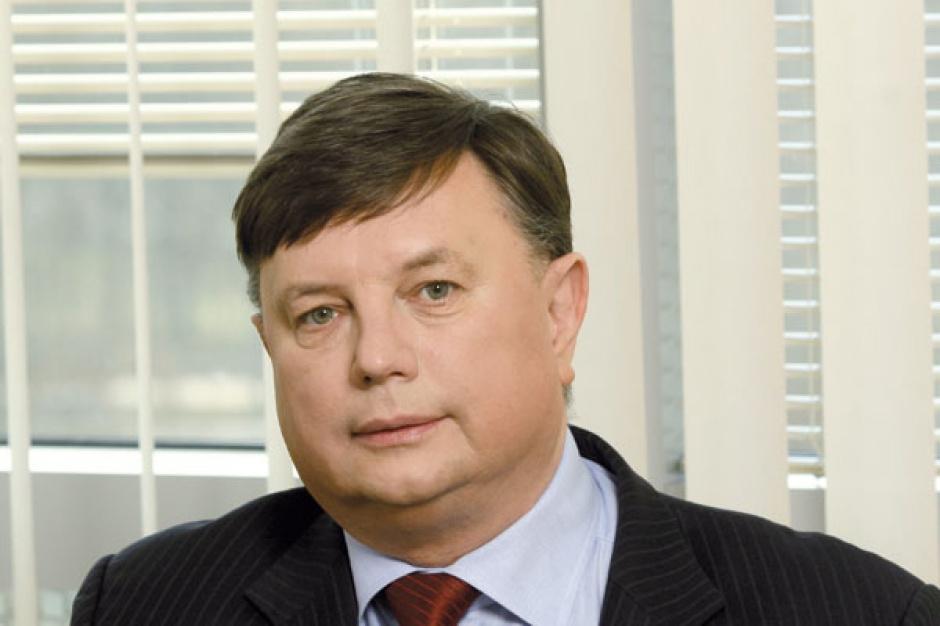 Tadeusz Szulc  Infovide -Matrix SA      W pierwszej kolejności informatyzacji wymagają te segmenty polskiego sektora energetycznego, które są transformowane w kierunku formuły rynkowej. Uwaga polskich firm sektora energetycznego powinna więc się skupić nad rozwiązaniami ułatwiającymi dostęp do informacji, a przede wszystkim zarządzania nią, i prezentację danych w sposób oczekiwany przez użytkowników. Realizują to systemy klasy BI (Business Intelligence).